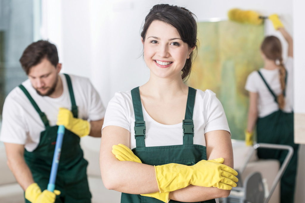 Usługa sprzątania sprawia - uśmiech na twarzy