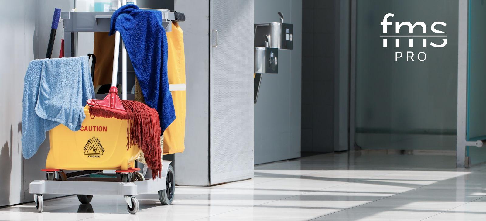 Sprzątanie po remontach i pracach budowlanych - wózek z akcesoriami