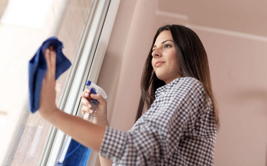 Nasze sprzątaczki myją okna szybko i skutecznie